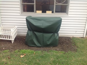 #137863 TABLE AND CHAIR WITH COVER 2